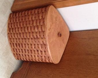 Items similar to handmade basket w lid from kigali rwanda item 212 on etsy - Corner hamper with lid ...
