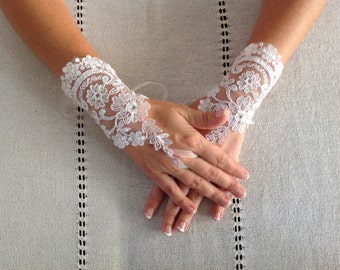 Silver White French Lace Bridal gloves.Bride gloves..fingerless gloves..wedding gloves..bride gift.. bridesmaid gift..gloves..