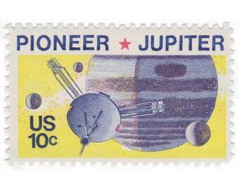 1975 10c Pioneer Jupiter - 10 Unused US Vintage Postage Stamps - No. 1556