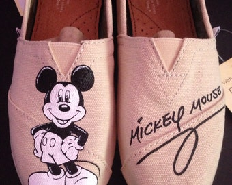 Black and White Mickey Toms