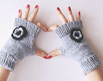 Gray knitted  mittens, hand knitted