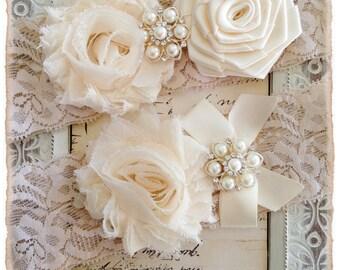 Wedding Garter, Bridal Garter, Lace Wedding garter Set, Ivory Garter Set - Ivory Lace, Cream and Ivory Flowers