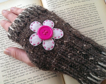 Fingerless Gloves-Ladies Fingerless Gloves-Knit Gloves-Womens Knit Gloves-Cute Gloves-Knit in Barley with White & Pink Flower-Flower Gloves