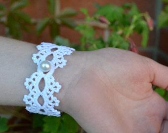 White crochet bracelet, textile lace bracelet, romantic cuff, bridesmaids accessories, crochet jewelry, cotton wristband, crochet bijoux