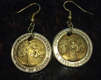 Colombia 500 pesos coin earrings. Bi-metal, two-toned