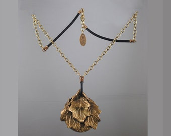 Bronze Pendant with Oak Leaf Hydrangea