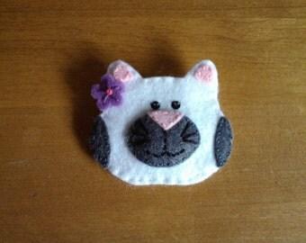 Felt cat brooch / pin