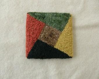 Hooked mug rug / coaster - geometric