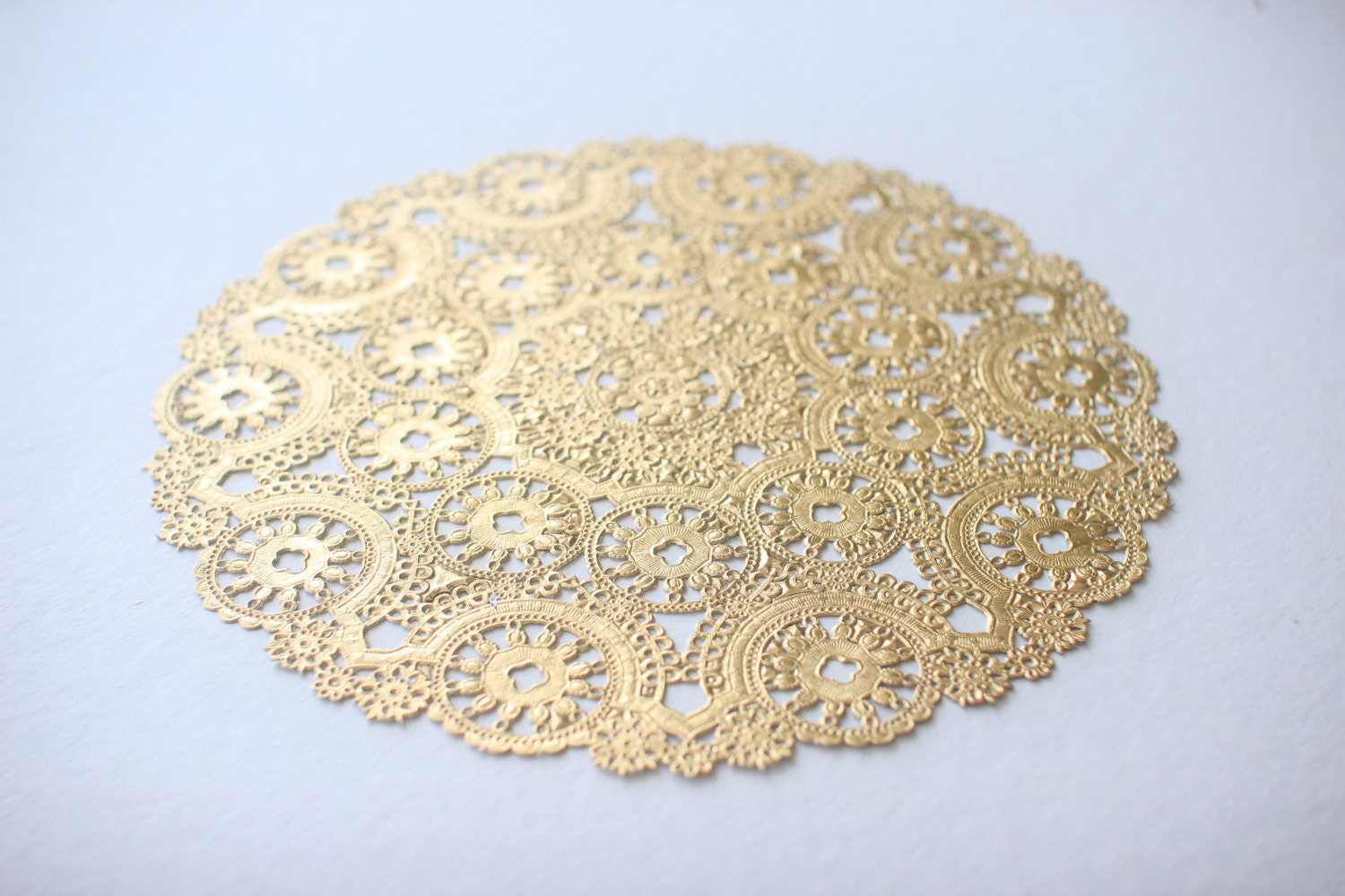 gold paper doilies Paper doily – 60-pack round doilies paper lace placemats for cakes, desserts, baked treat display, ideal for weddings, formal event decoration, tableware décor.