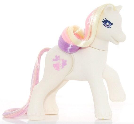 My Little Pony Wedding: My Little Pony G2 'Dainty Dove' Wedding Chapel