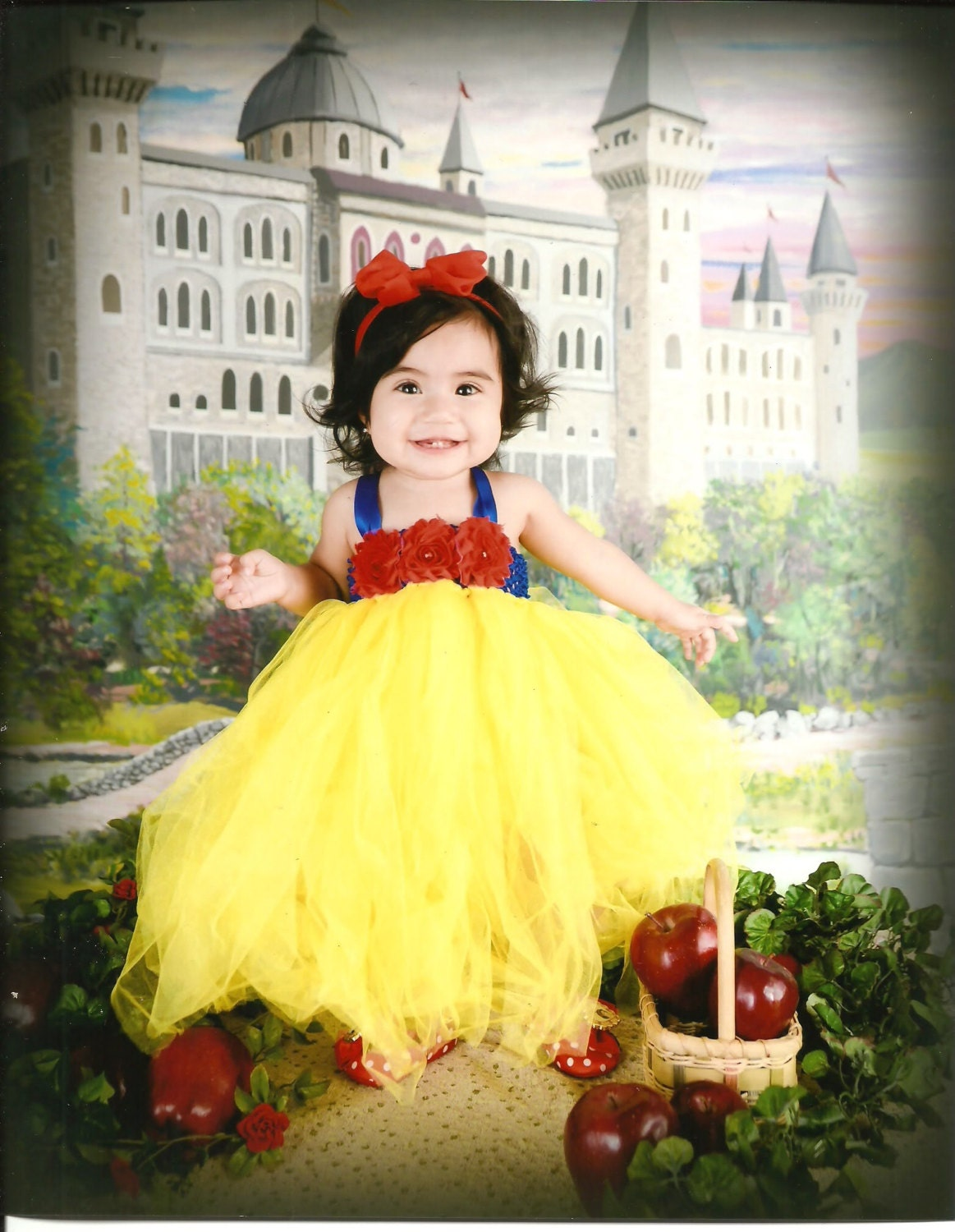 Snow white apron tutorial