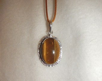 PAY IT FORWARD - Oval Tiger's Eye pendant necklace set in .925 sterling silver (P258)