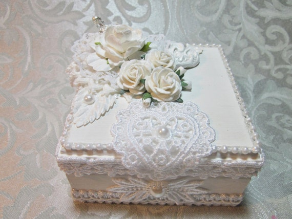 Shabby chic gift trinket memory box white w venice lace faux for Boite shabby chic