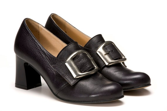 - Get spotted wearing our high heeled pumps and wedges. - Feel free and easy on our ballerina's, loafers and flat shoes. - Be classy and enhance your personality with our fine selection of pumps (with low, mid or high heels) and ankle boots.