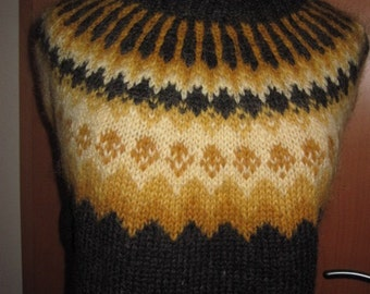 Plant Dyed- Brown hand dyed traditional Icelandic sweater. Adult sweater hand knitted out of pure Icelandic lambs wool.