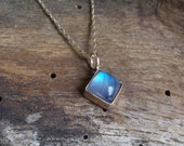 Or 14 carats de Moonstone pendentif collier