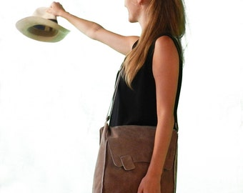A big, lofty, brown poly-pocketed bag. Highly convenient to carry, Cross Body Handbag,casual leather bag,woman messenger bag,Laptop bags