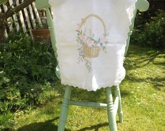 Beautiful Vintage Linen Embroidered Table Runner