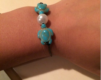 Leather Bracelet With Turtles & Pearl