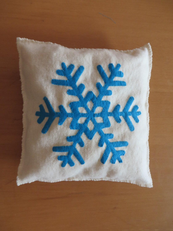 coussin decoratif de no l inspiration frozen la by. Black Bedroom Furniture Sets. Home Design Ideas