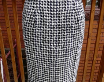 100% Authentic vintage Coco Chanel houndstooth high waist wool skirt sz 36 France