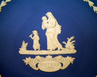 1974 Wedgwood Mother Plate new in the box