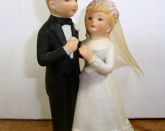 Vintage Bride and Groom Figurines by Lefton, Porcelain,  Wedding Decor, Old Wedding Cake Topper #04744, 1985   (542-14)
