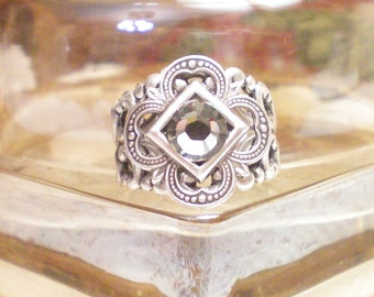 N O V E L L A  -  Romantic Vintage Style Antiqued Brass Filigree Ring