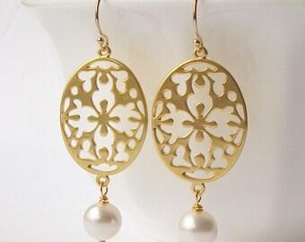 Pearl Floral Dangle Earrings