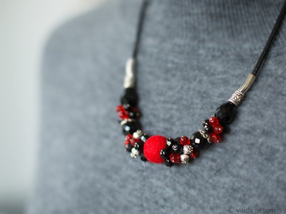 Statement necklace in scarlet red and black Black necklace Beaded necklace Carmen necklace Felt necklace Gift under 50 USD