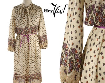1970s Hippie Boho Floral Dress  - Vintage Day Dress in Cream w/ Tiny Flowers in Purple & Red - size Small