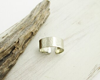 Hammered Silver Band. Nickel Silver Ring. Hammered Metal. Minimal Silver Ring. Modern. Boho. Wide Band Ring. Adjustable Ring.