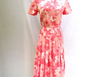 60s Pink Daisy Print Dress size Small to Medium Pleated Day Dress