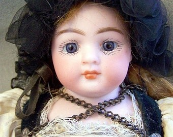 German Bisque Doll  Simon  Halbig 950  Antiquel  All Original  Closed Mouth