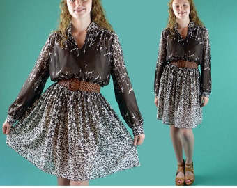 Vintage 70s Dress SHEER RETRO Cat Tail Floral Full Skirt Day Dress Long Sleeve Gathered Yoke Bohemian Secretary Dress M