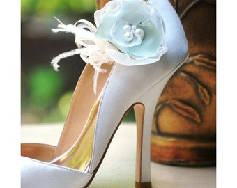 Shoe Clips Celadon Sage Cedar Green Ivory. Bride Bridesmaid Gift, Fashion Feminine Elegant Stylish, Handmade Embellishment, Romantic Pearls