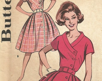 Butterick 9684 / Vintage 60s Sewing Pattern / Dress / Size 12 Bust 32