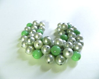 Vintage 40s 50s Bracelet Fabulous Green and Pearl Baubles cha cha - on sale