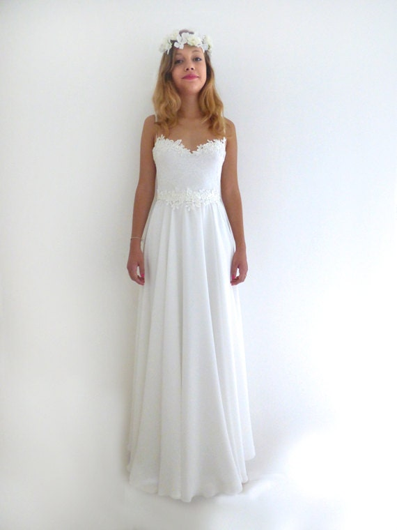Lace wedding dress low back aline romantic vintage for Simple romantic wedding dresses