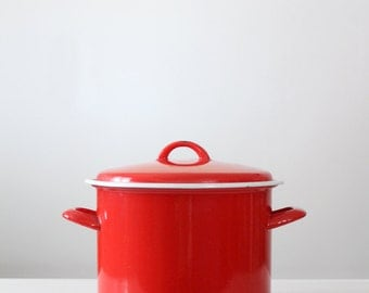 red enamel pot, vintage enamelware stock pot