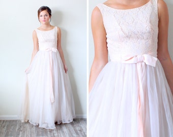 Vintage Lace peach // Wedding dress // lace top // peach bow // full skirt // chiffon skirt