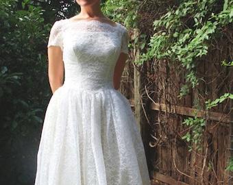 1950s Wedding Dress Tea Length Midi White Lace Rosette Back Short Sleeve Bridal Womens Vintage Small