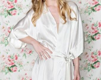 Ready to ship - Samantha Silk robe bridal kimono getting ready bridesmaids in ivory