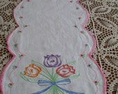 Embroidery Table Runner Tulip Bouquet Scalloped BorderMust See to Appreciate