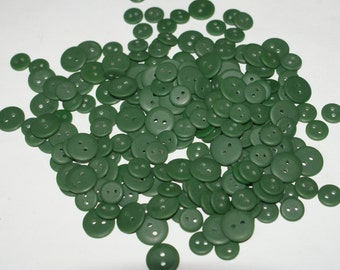 "500 Dark Green Buttons  two hole  7/16"" to 9/16"" Lot 1594"