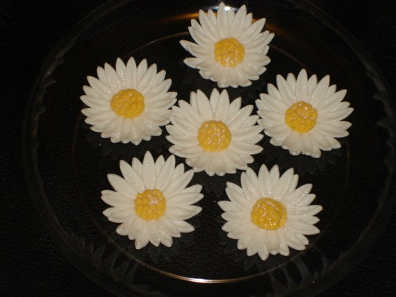 Gum Paste Daisies (Daisy) Wedding Cakes, Cupcake Toppers, Cake Pops, Shower Cakes, Birthday Cakes