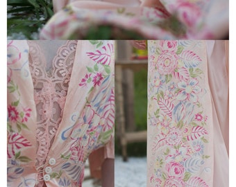 40's Floral Robe. SM MED. Pink Peach. // Vintage Old Hollywood. Luxury Lingerie. Elegant Negligee. // Wedding Gift, Honeymoon Boudoir