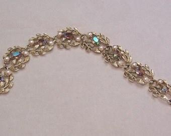 Vintage Lisner Aurora Borealis Gold tone Bracelet in Great condition!