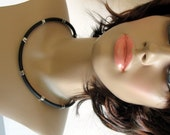 Modern rubber necklace with silver plated cubes, Model Annabel