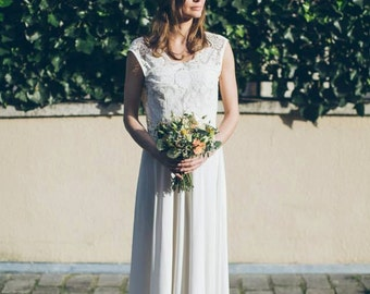 Katia -> Wedding gown in French lace and pure silk. Bohemian wedding dress. Vintage inspired. Romantic bridal gown.